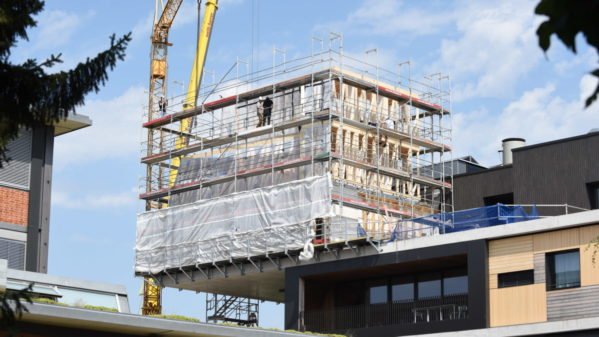 Spatial Timber Assemblies modules being mounted on the construction site